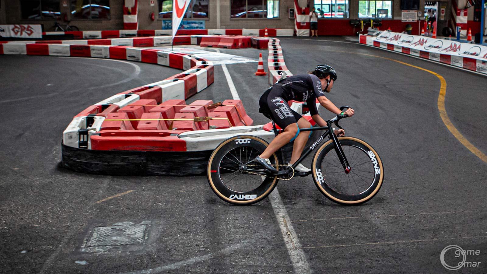 TRed SpeedWay Kartodrome flat track cart racing fixed gear bike, urban fixie racing,Francesca Selva, 2021 Italian Fixed Gear Champion, racing photo by Geme Omar DeLazzari