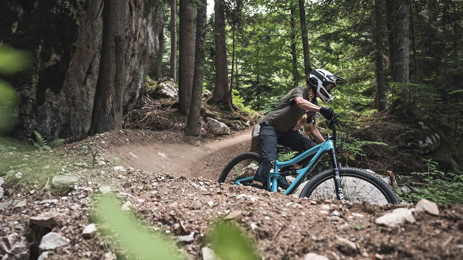 Dainese Linea 01 world's lightest full face helmet, lightweight MIPS DH MTB protection at 570g, Mountain Bike Connection rider Kasia Szlezak, photos by Rupert Fowler, riding
