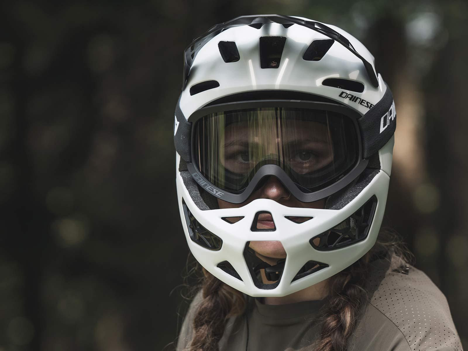 Dainese Linea 01 world's lightest full face helmet, lightweight MIPS DH MTB protection at 570g, Mountain Bike Connection rider Kasia Szlezak, photos by Rupert Fowler, front