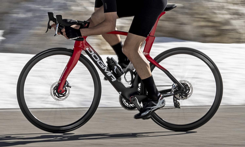 2022 Pinarello Dogma F curvy aero carbon road race bike, disc brake non-driveside