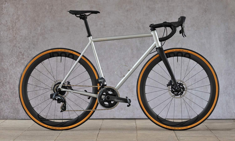 8bar Kronprinz Steel v1 affordable modern disc brake road bike, photo by Stefan Haehnel, SRAM Force AXS