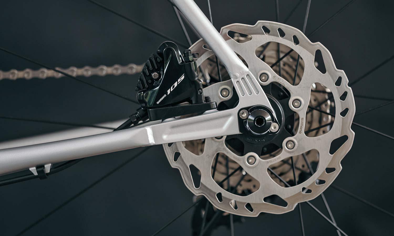 8bar Kronprinz Steel v1 affordable modern disc brake road bike, photo by Stefan Haehnel, dropout detail