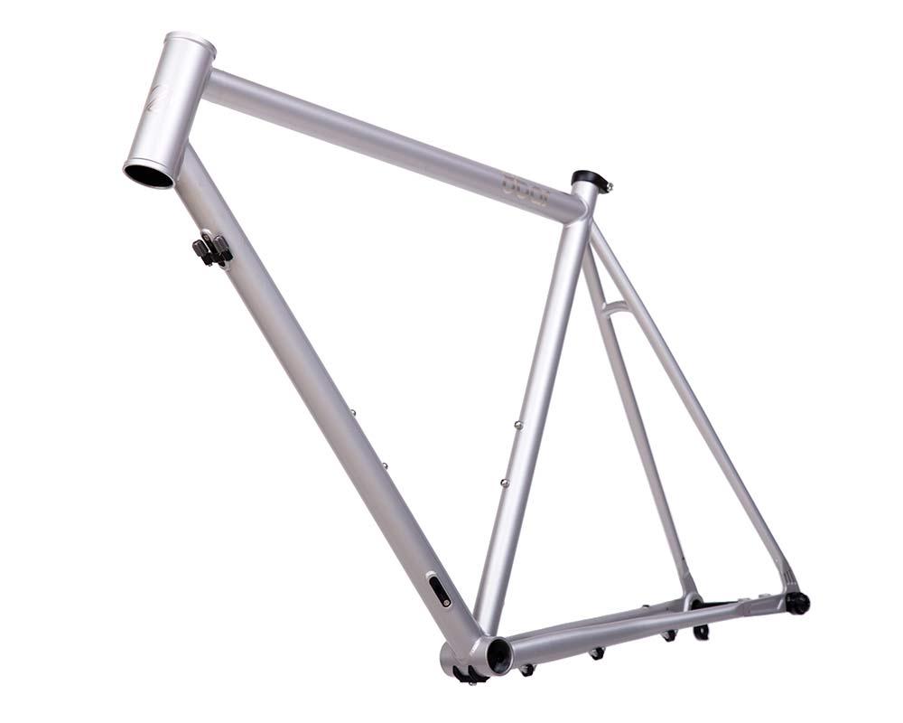 8bar Kronprinz Steel v1 affordable modern disc brake road bike, angled non-driveside