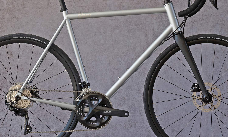 8bar Kronprinz Steel v1 affordable modern disc brake road bike, photo by Stefan Haehnel, frame detail