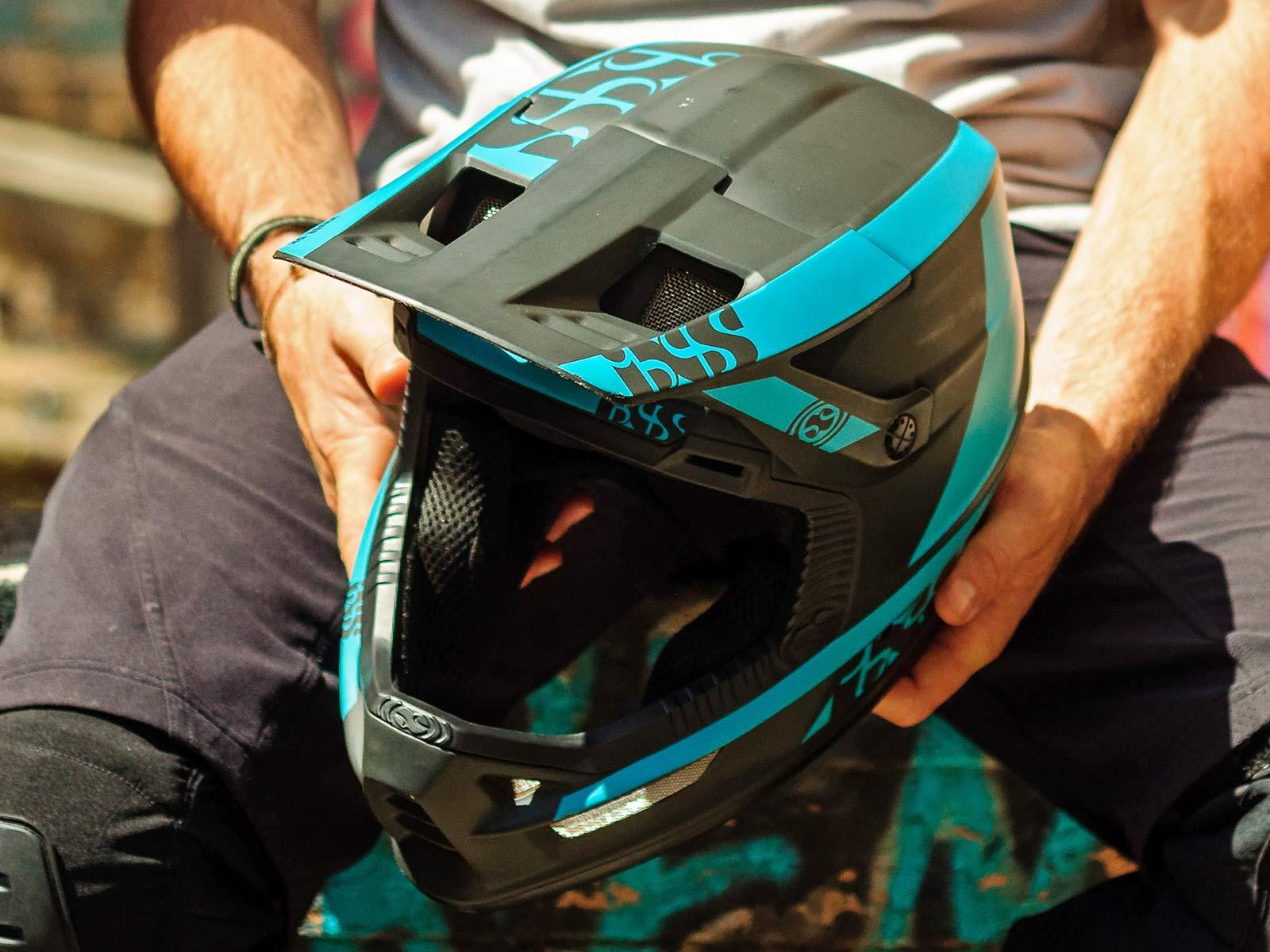 iXS Xult DH full face helmet, lightweight downhill race protection,front