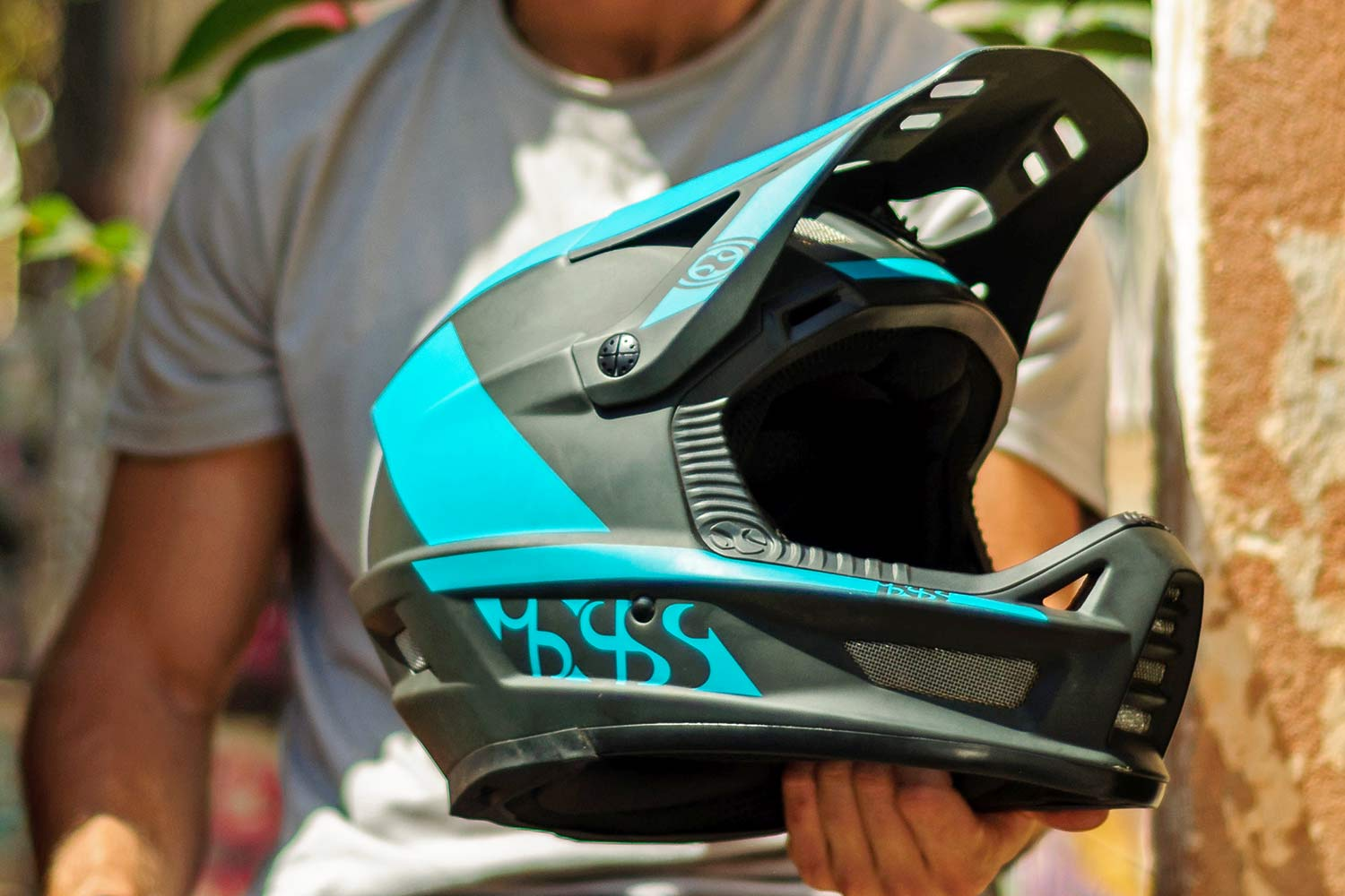 iXS Xult DH full face helmet, lightweight downhill race protection,angled