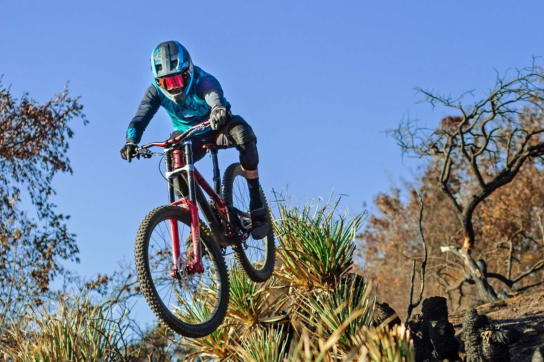 iXS Xult DH full face helmet, lightweight downhill race protection,jump