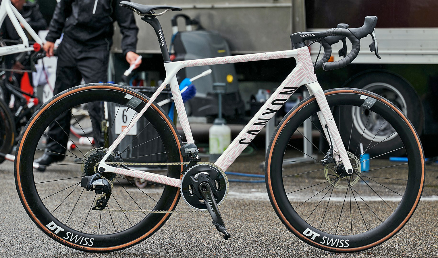 Canyon Ultimate CF SLX 8 Disc TDF limited edition carbon road bike, photo by Tino Pohlman, 108th Tour de France