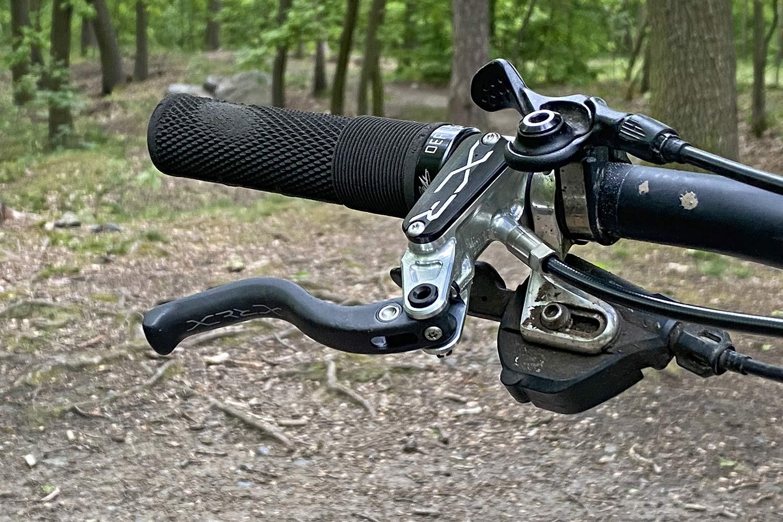 Hope XCR lightweight MTB brakes, superlight & powerful UK-made CNC-machined XC Trail mountain bike brakeset,carbon lever