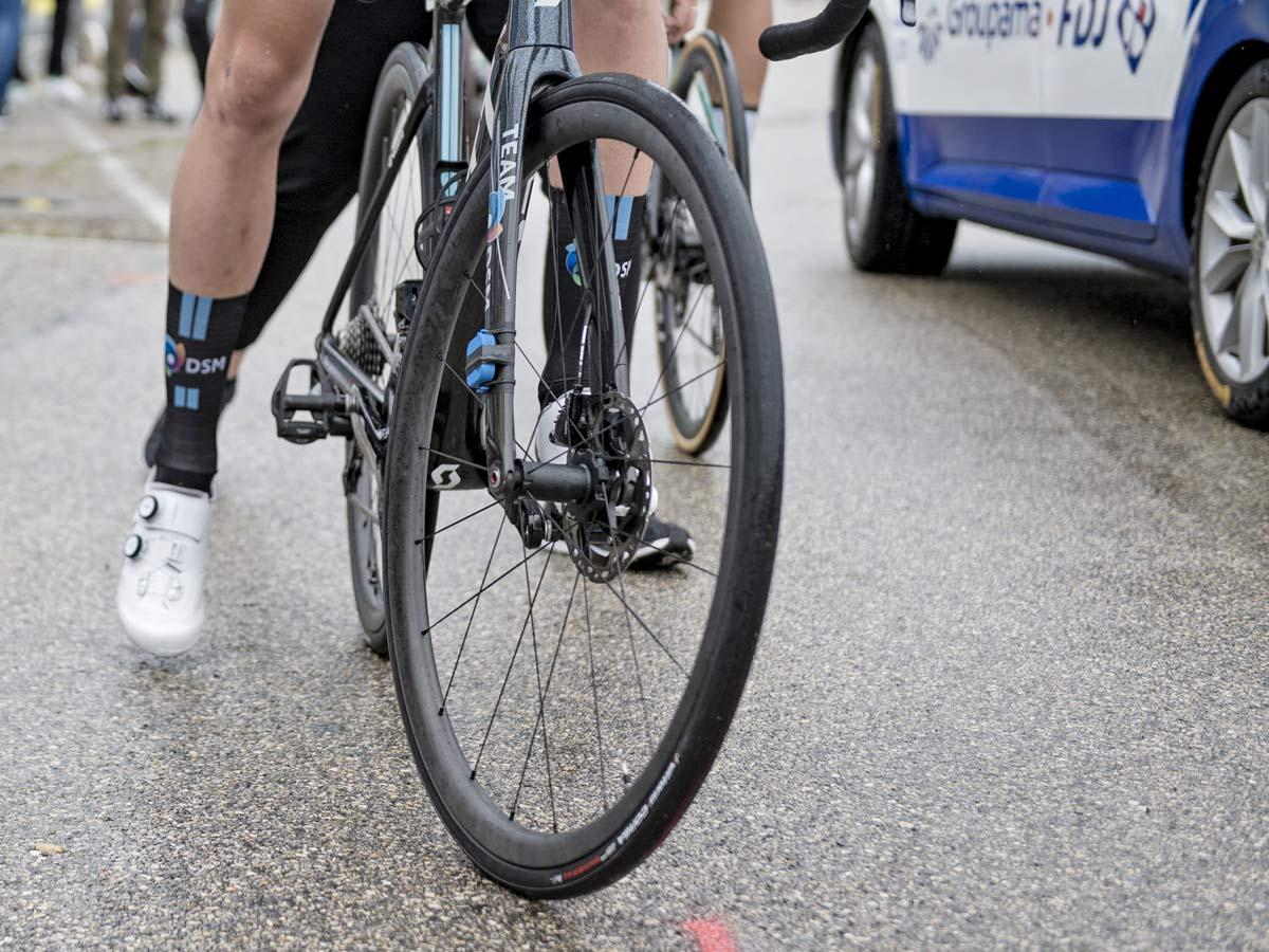 Scope Cycling prototype lightweight carbon climbers wheels, disc brake road tubeless at 2021 Tour de France, Team DSM, photo by Kristof Ramon, Kramon,front hub detail