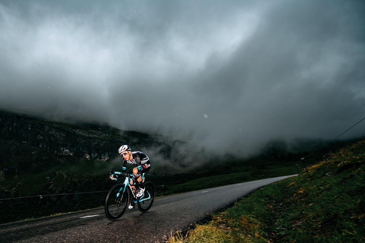 Simon Yates with New Giro aero helmet spotted at the Tour de France on Team BikeExchange riders