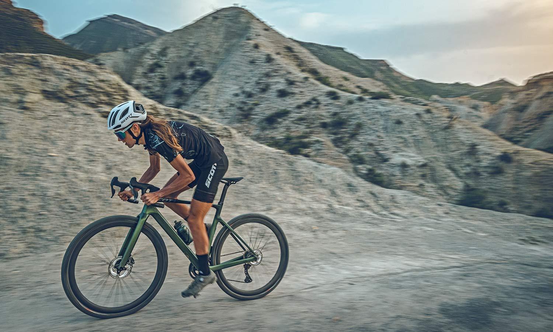 2022 Scott Addict Gravel aero integrated carbon gravel bike,riding