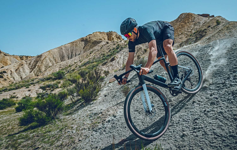 2022 Scott Addict Gravel aero integrated carbon gravel bike_Tuned.jpgdescending
