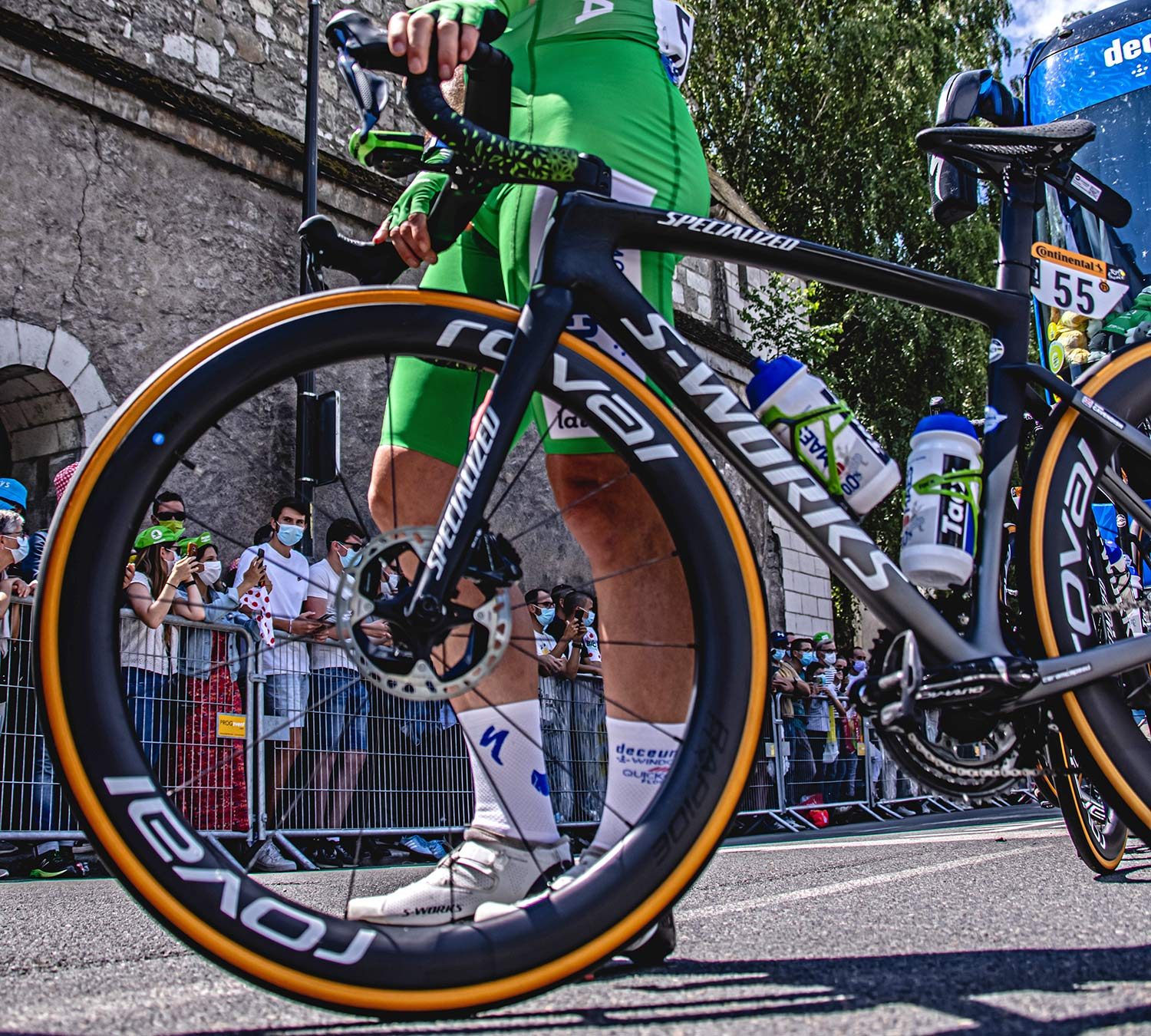 2021 Mark Cavendish 3x Tour de France stage winning green sprinter jersey Specialized S-Works Tarmac SL7, photo by Chris Auld, pre-race