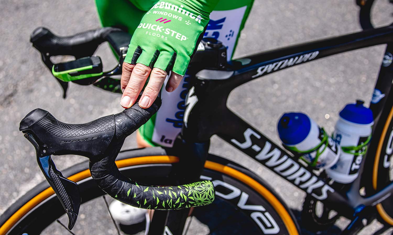 2021 Mark Cavendish 3x Tour de France stage winning green sprinter jersey Specialized S-Works Tarmac SL7, photo by Wout Beel
