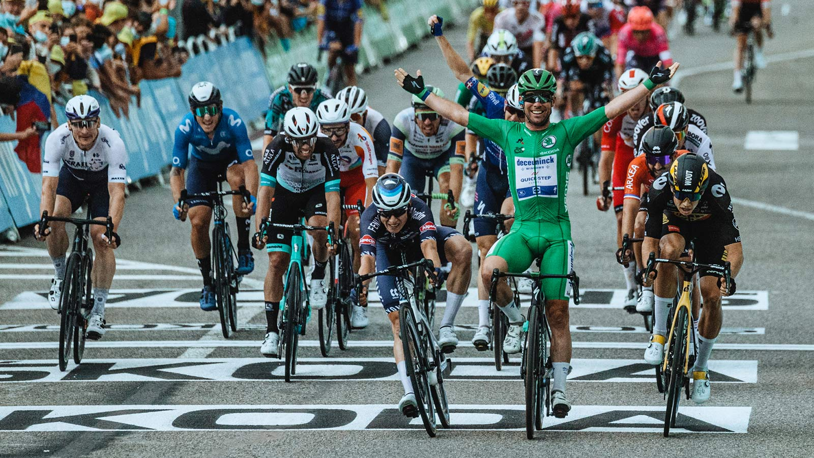 2021 Mark Cavendish 3x Tour de France stage winning green sprinter jersey Specialized S-Works Tarmac SL7, photo by Chris Auld Stage 10 Valence win
