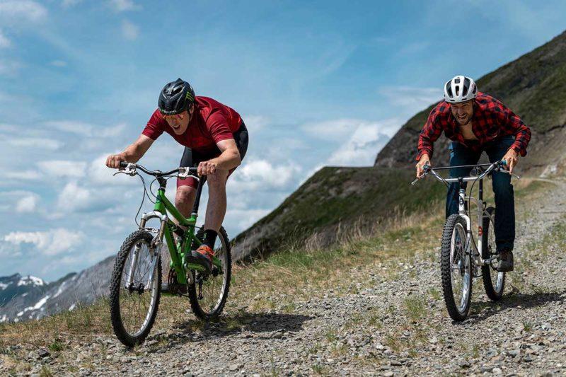 steve peat takes claudio caluori to the edge retro trails klunker racing
