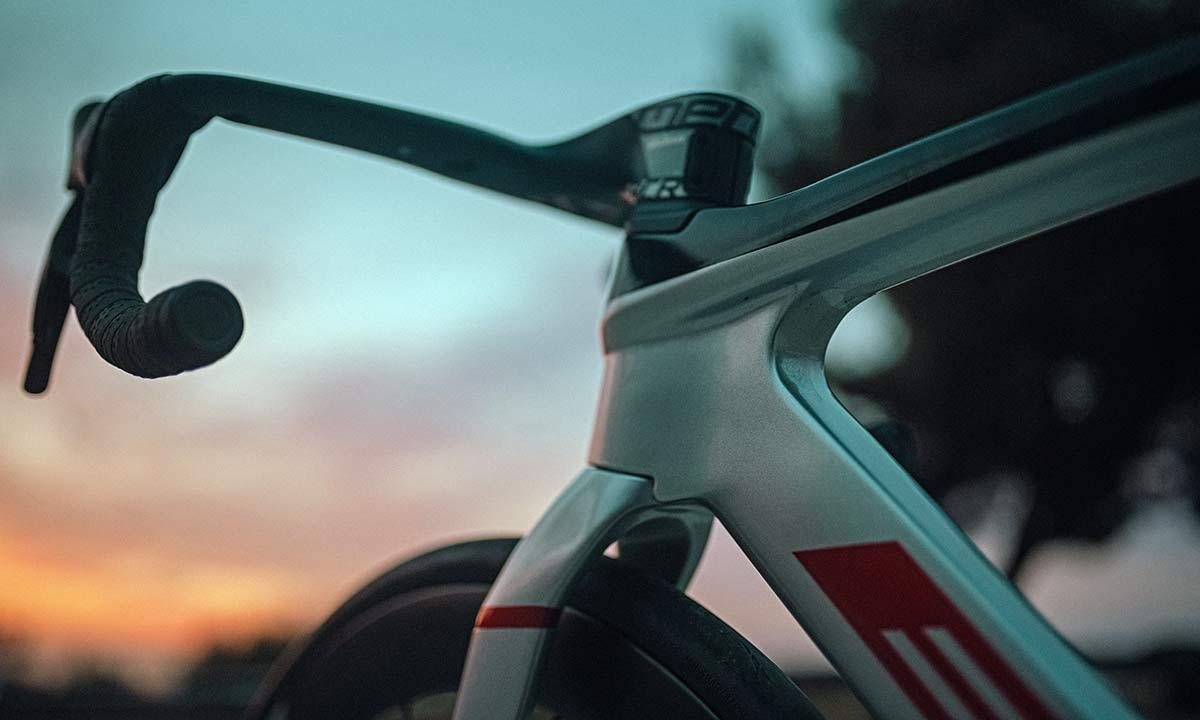 2022 BH Aerolight lightweight aero carbon all-rounder road bike,front end