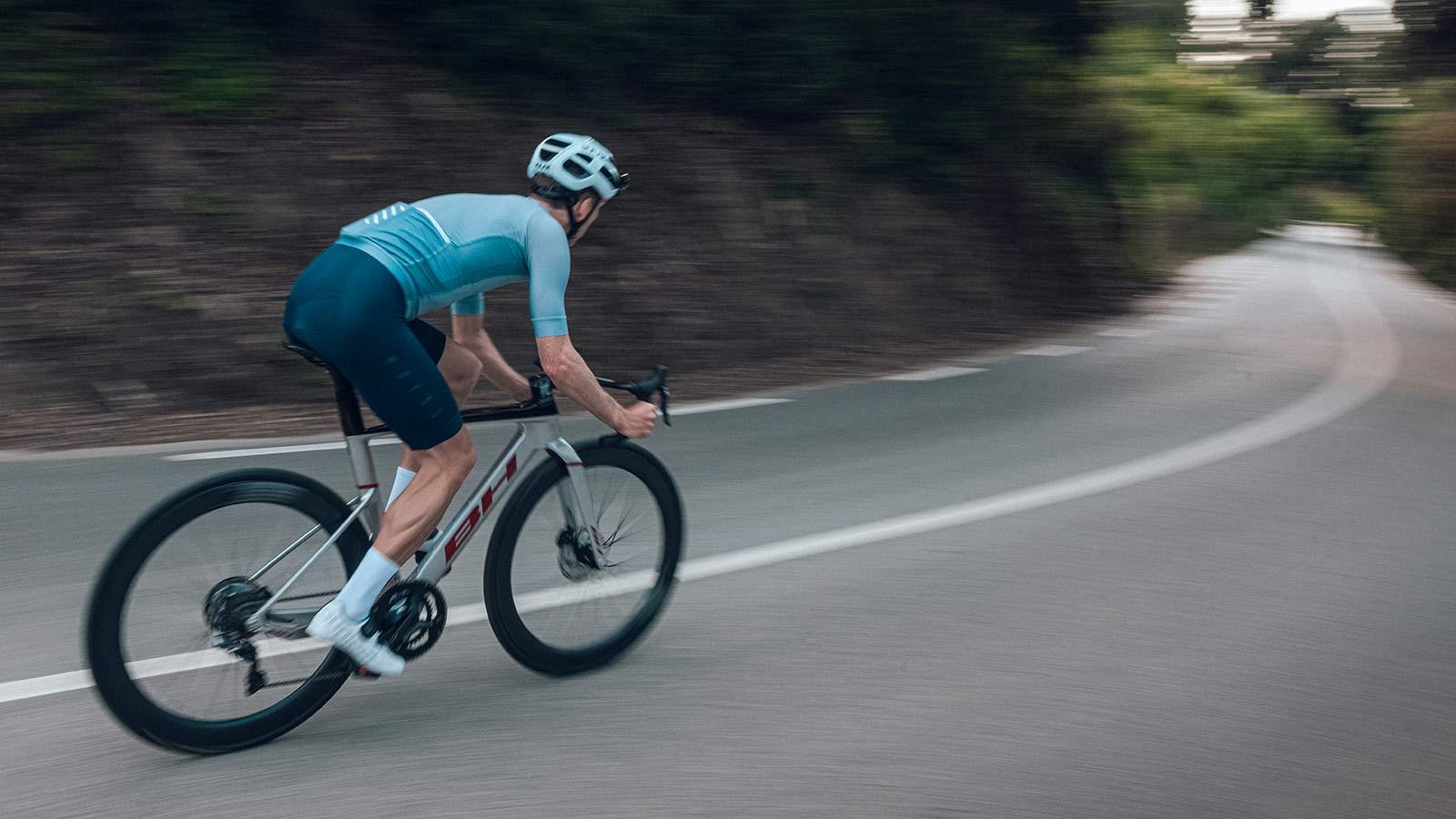 2022 BH Aerolight lightweight aero carbon all-rounder road bike,riding