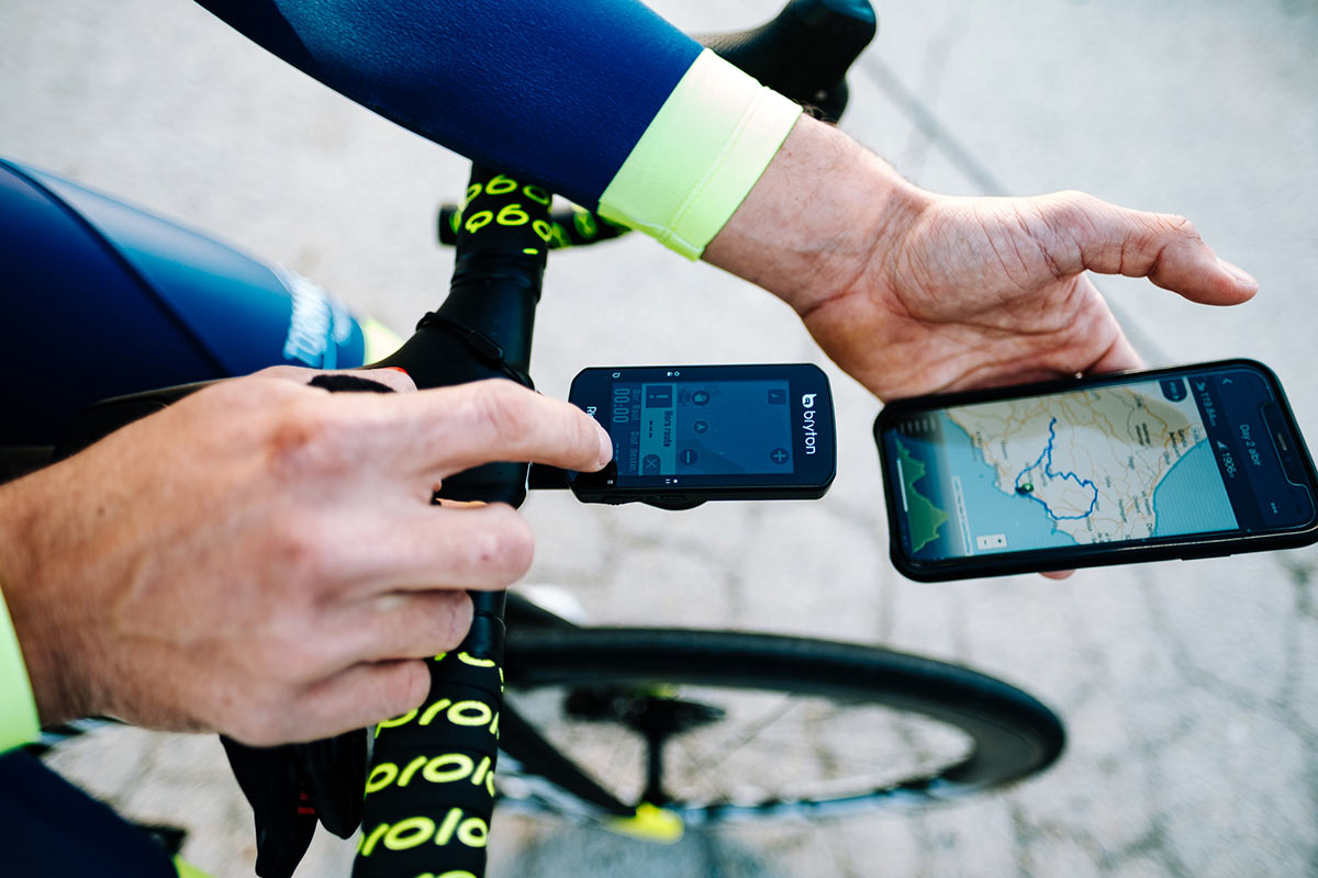 bryton gps cycling computer showing routing on smartphone screen