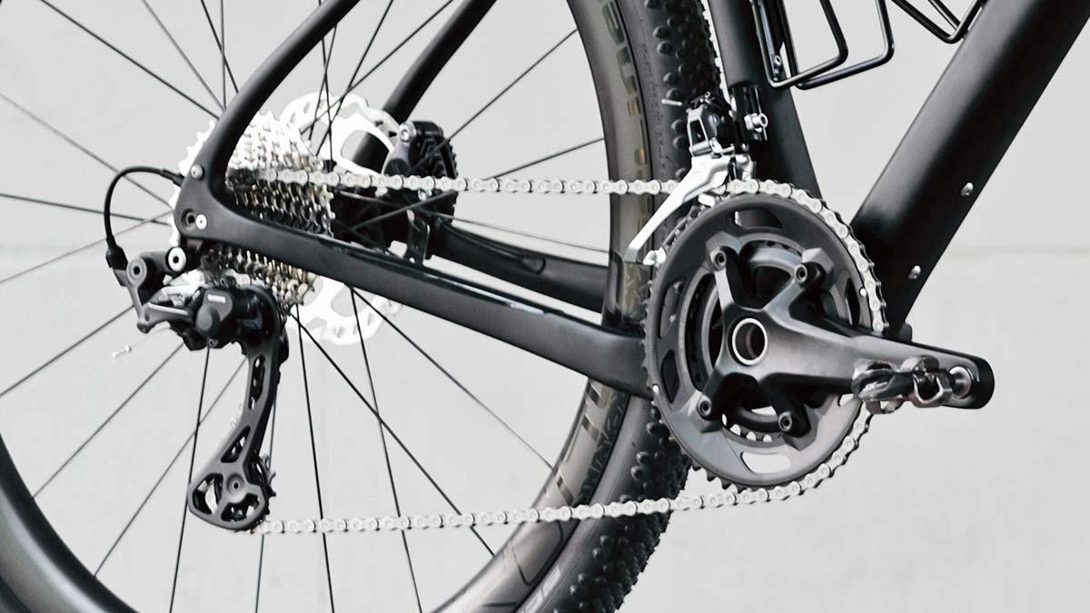 8bar Grunewald Carbon v2 affordable bikepacking adventure gravel bike, photo by Stefan Haehnel,2x drivetrain detail