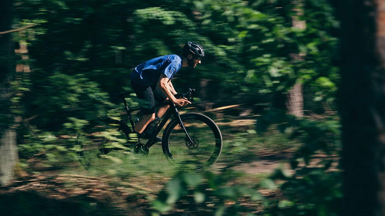 8bar Grunewald Carbon v2 affordable bikepacking adventure gravel bike, photo by Stefan Haehnel,riding