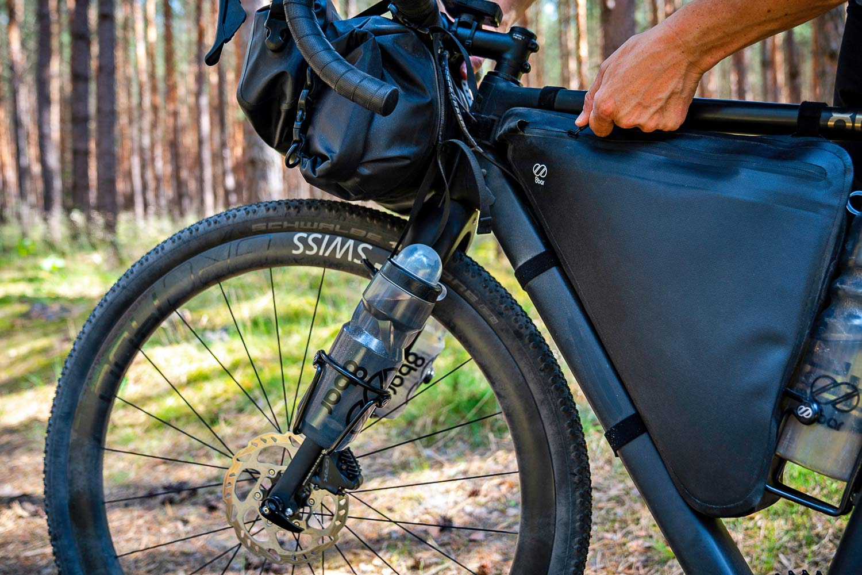 8bar Grunewald Carbon v2 affordable bikepacking adventure gravel bike, photo by Stefan Haehnel,packed