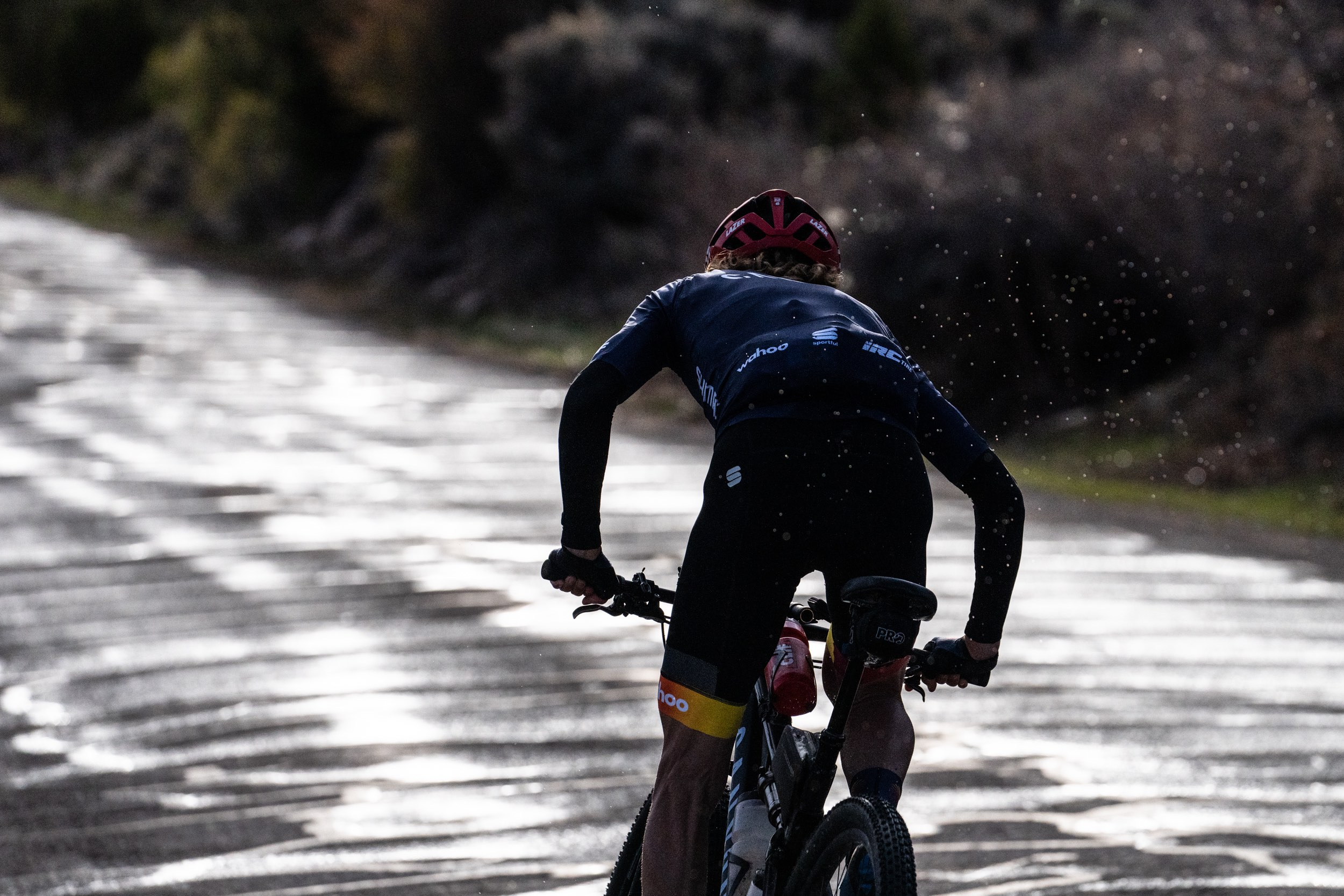 Stetina rides away