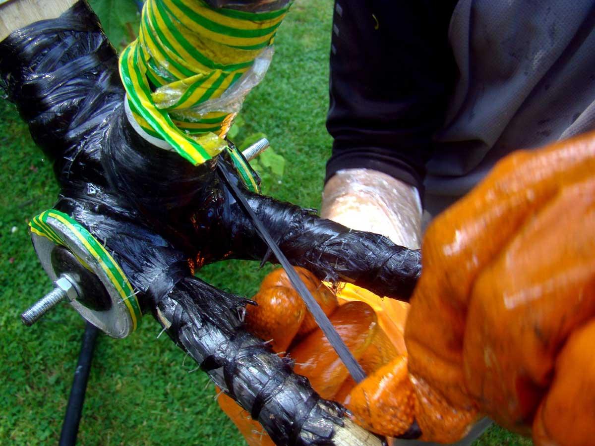jason o'nions laying down carbon bottom bracket shell area bamboo gravel frame building earthbound bikes