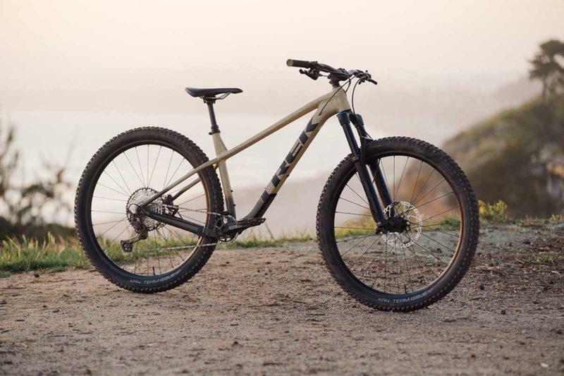 2022 trek roscoe 140mm hardtail mountain bike 29er trail geometry