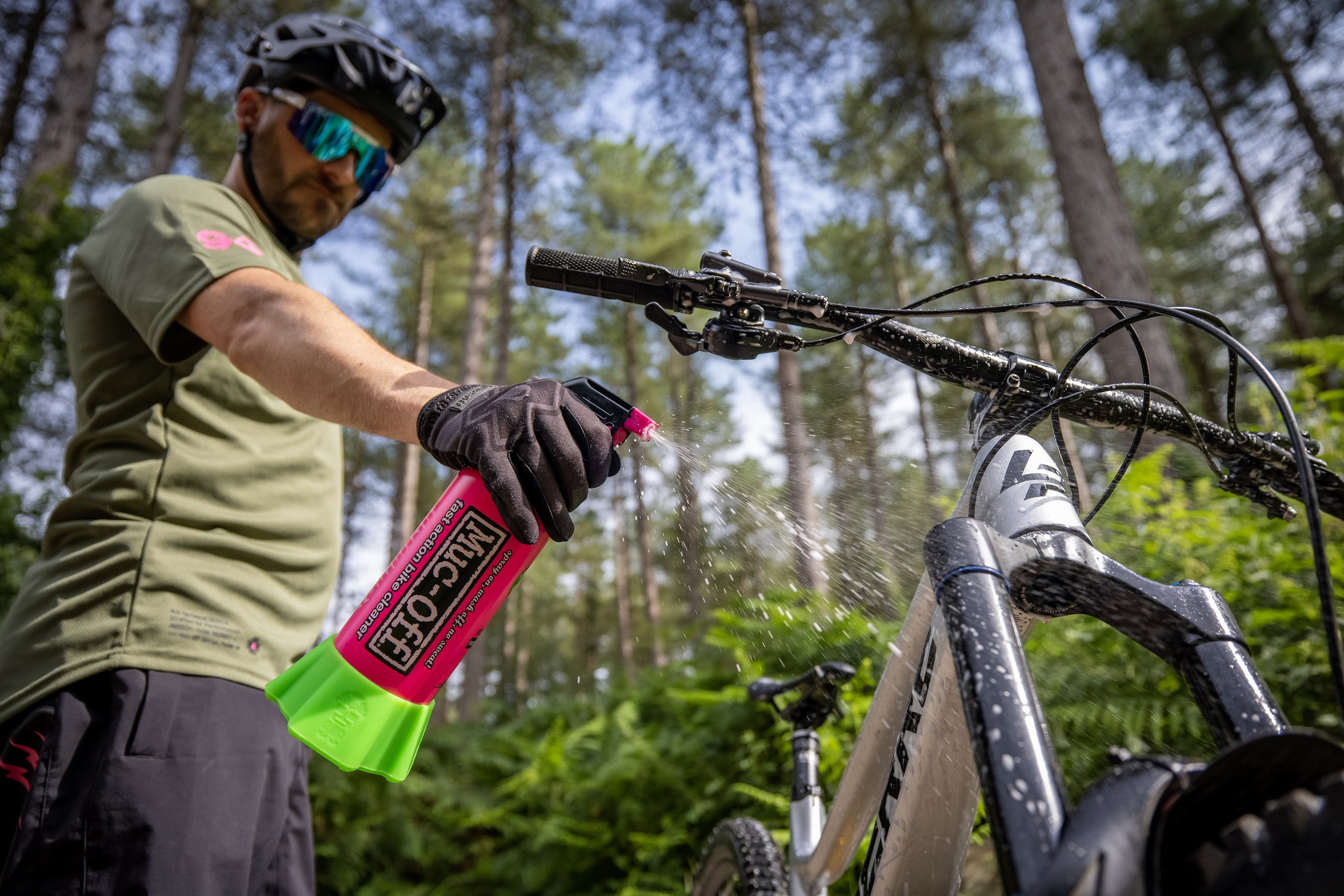 punk mpowder muc-off bottle for life in action