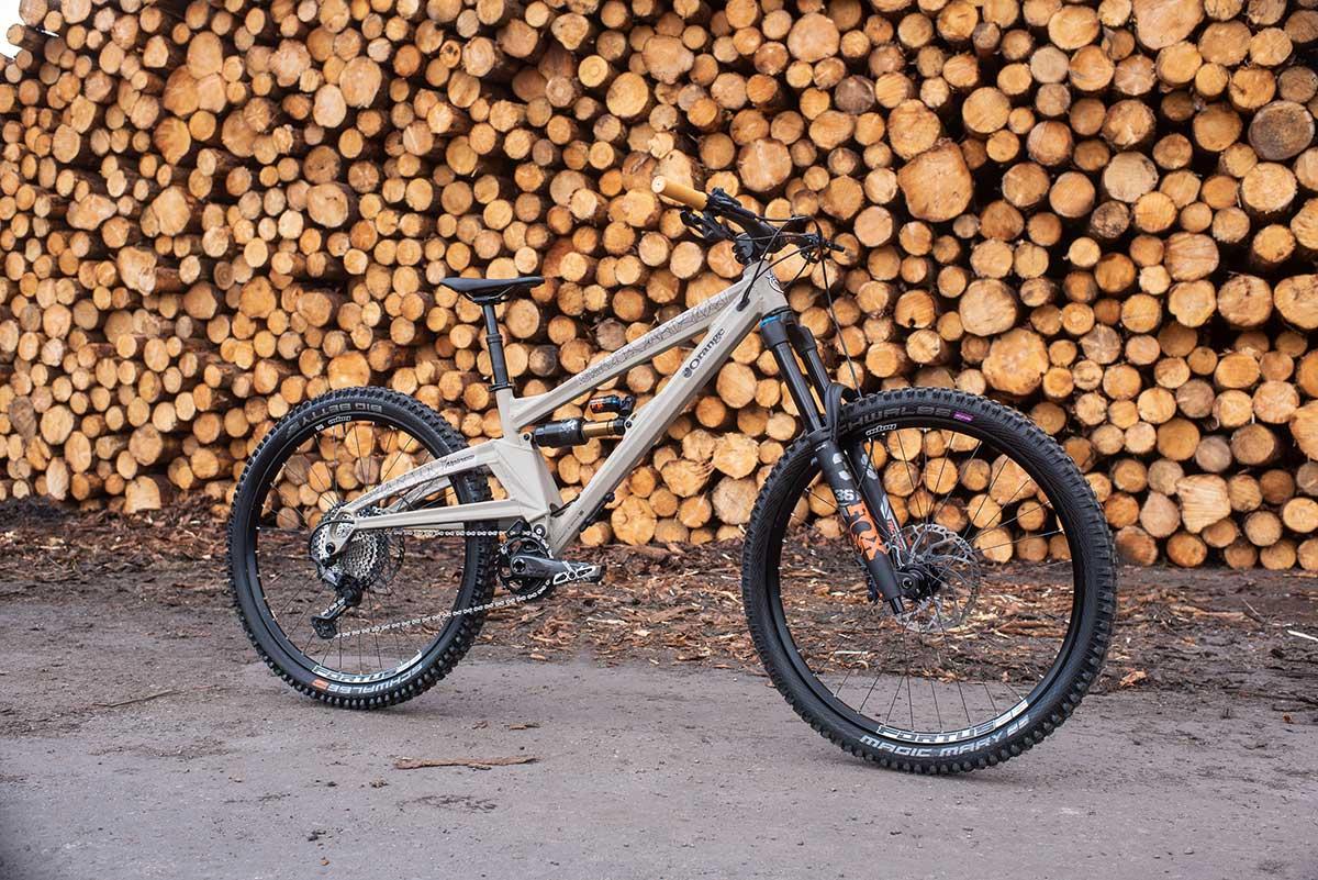 2022 orange alpine evo joe barnes bike