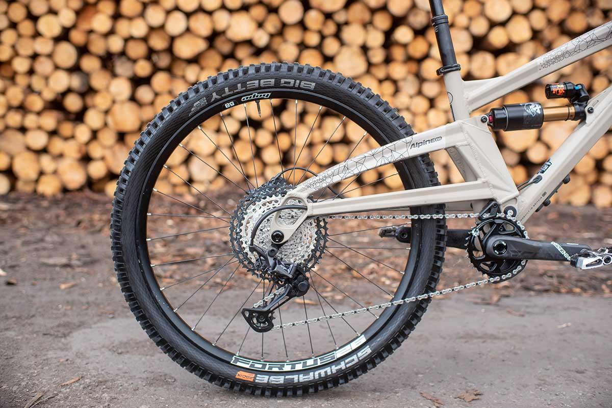 2022 orange alpine evo 445mm chainstays 275 wheels
