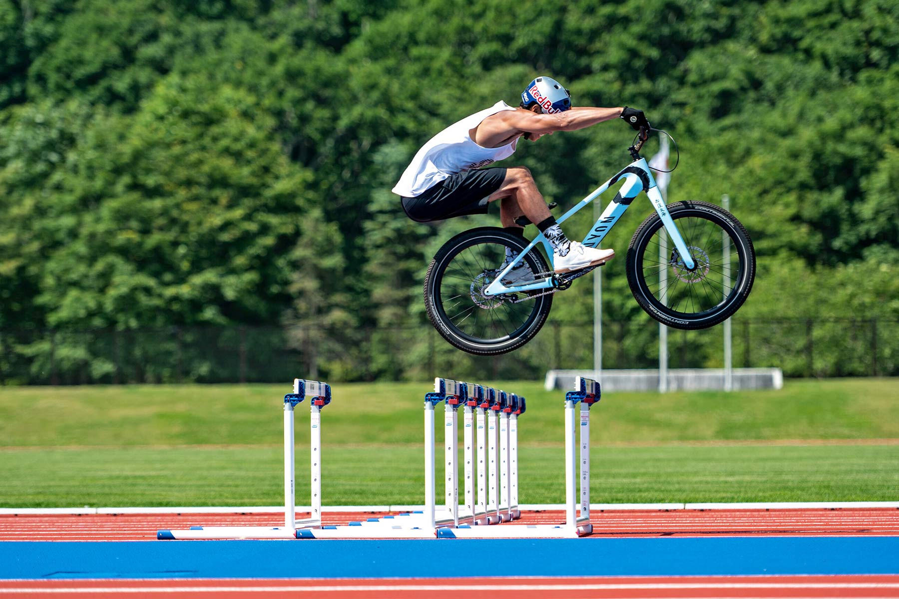 Tomomi Nishikubo The Bike Pentathlon Japan, Red Bull trials track and field, photo by Satoshi Saijo,hurdles