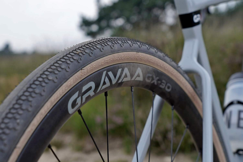 Gravaa KAPS lightweight on-the-fly tire pressure adjustment, wireless TPMS, rim