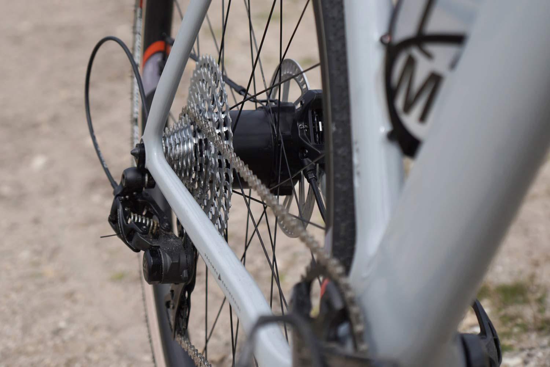 Gravaa KAPS lightweight on-the-fly tire pressure adjustment, wireless TPMS, 3T Ekar detail