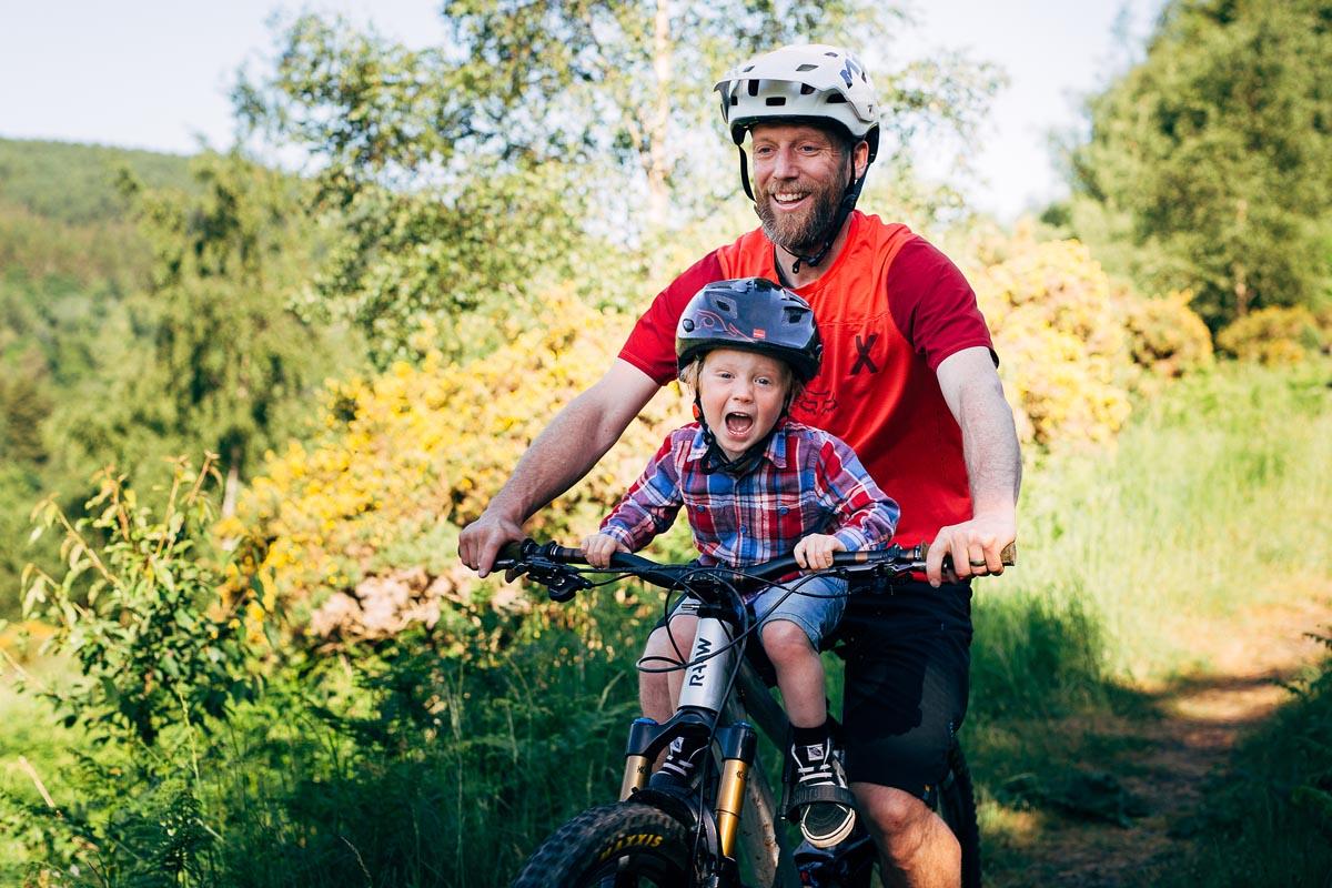 Kids Ride Shotgun Pro Child Seat on bike with child and dad