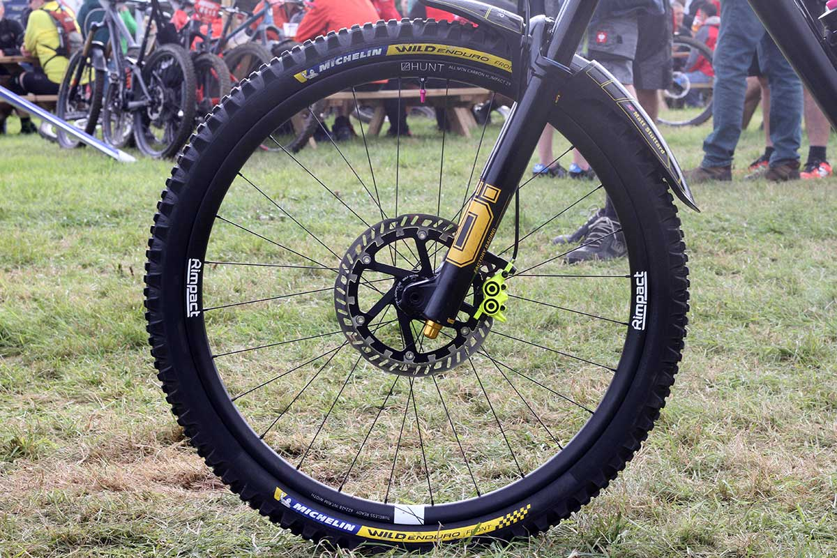 matt stuttard privateer 161 pro bike check hunt all-mountain carbon h_impact wheels