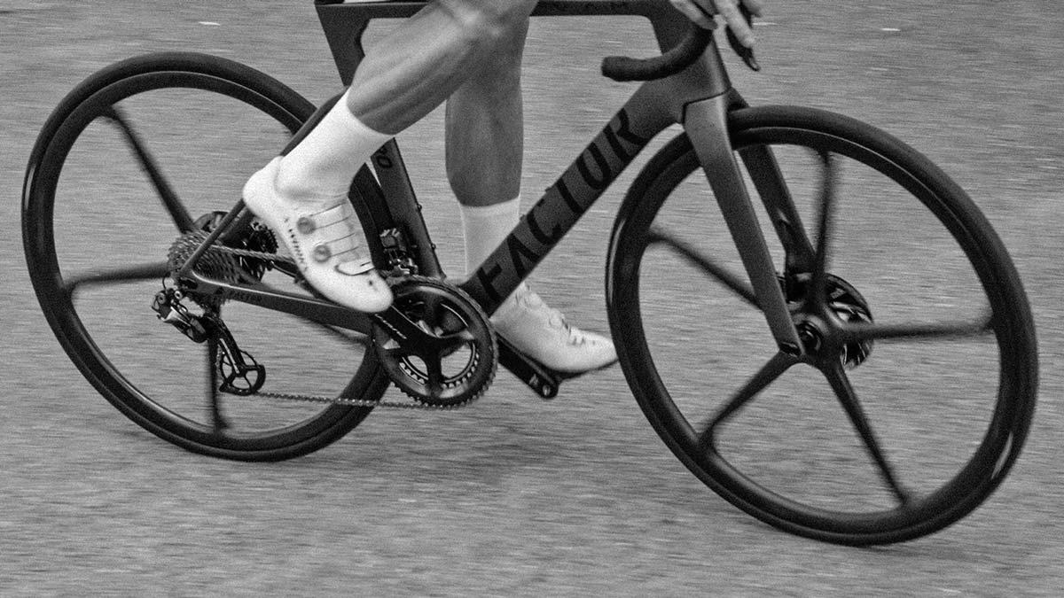 Black Inc FIVE aero carbon 5-spoke tubeless disc brake road bike wheels,riding