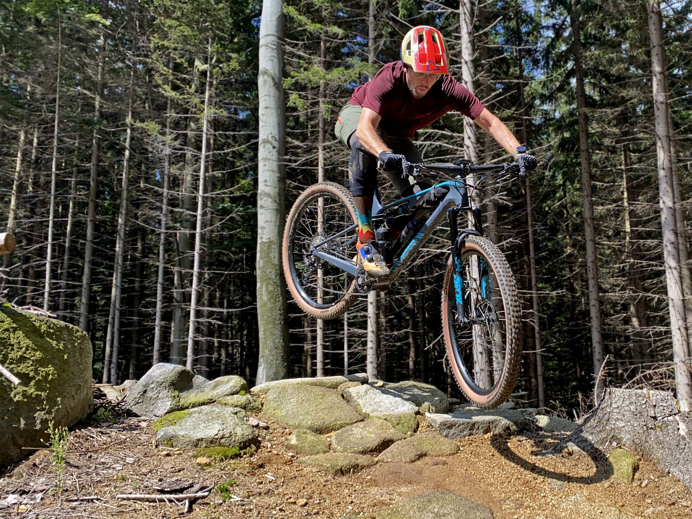 Canyon Lux Trail, a slightly longer travel downcountry XC marathon light trail mountain bike review, Rychleby