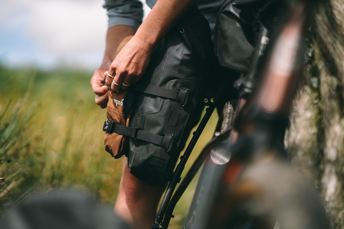 Tailfin Mini Pannier compression straps