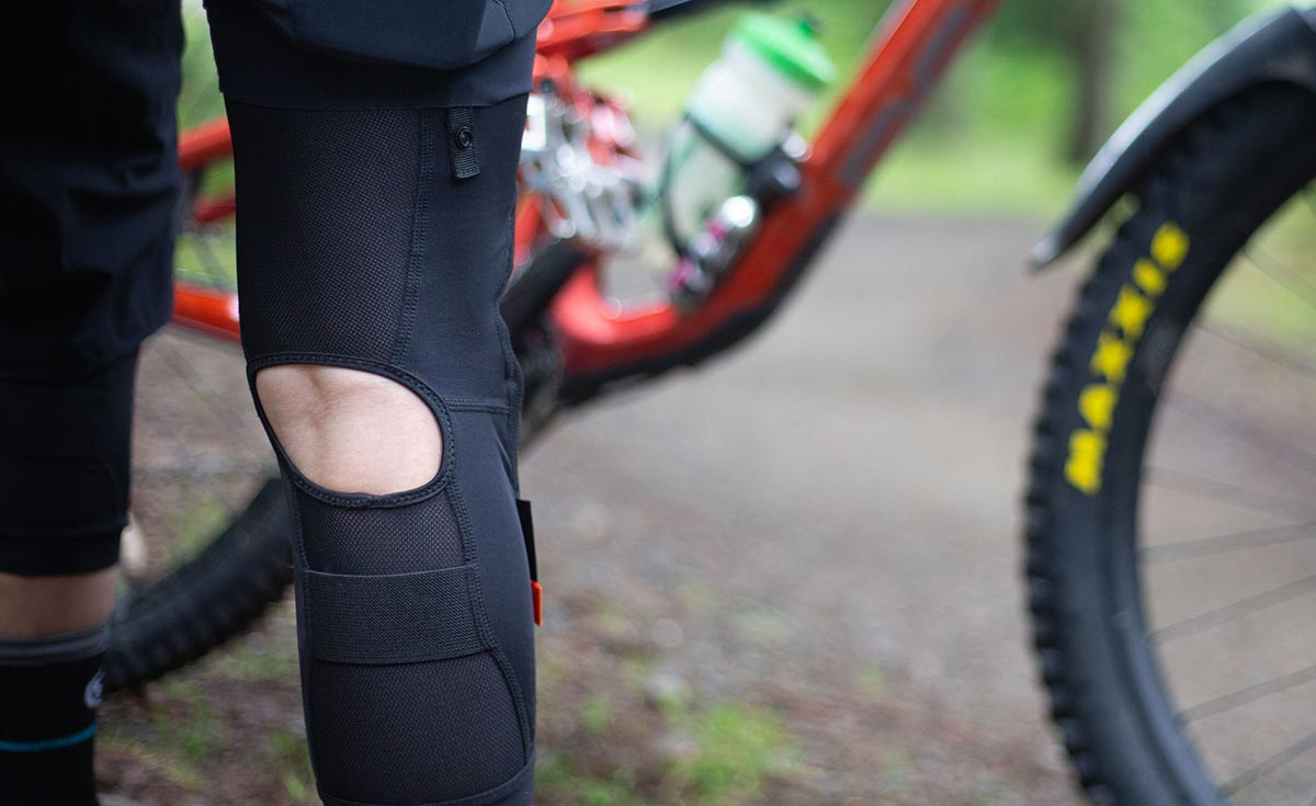 661 recon d3o knee pad rear view