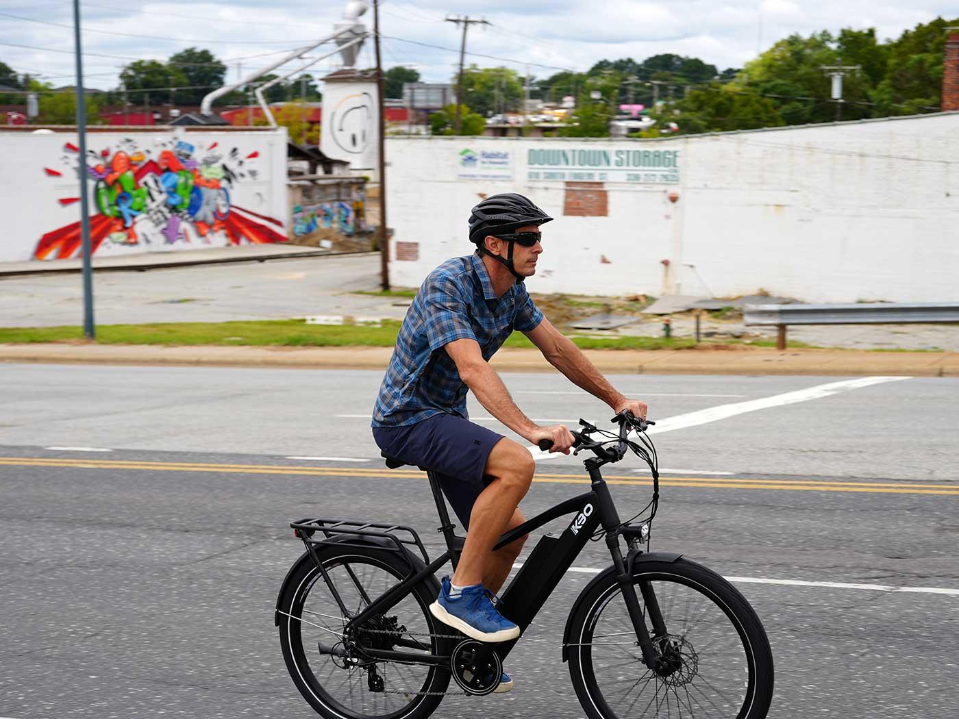 kbo breeze e-bike rider on the streets