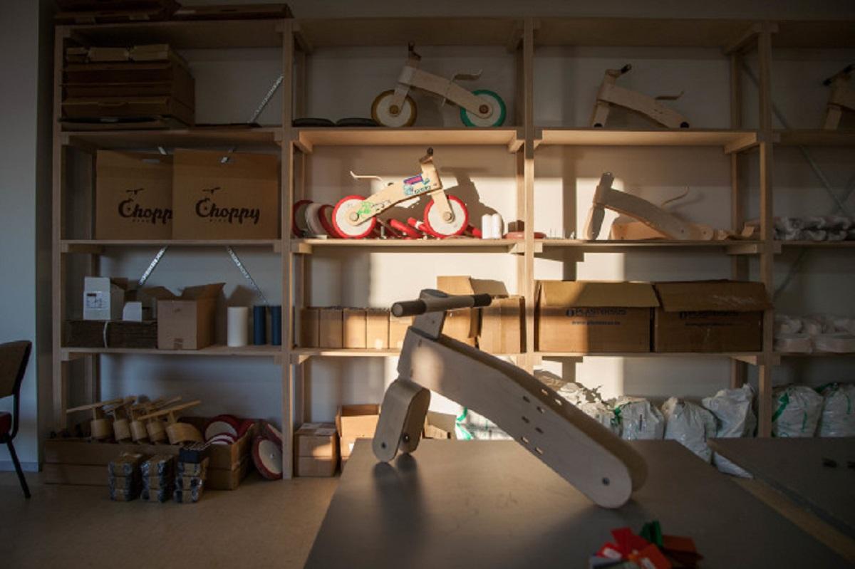 Choppy wooden balance bike for kids on Indiegogo