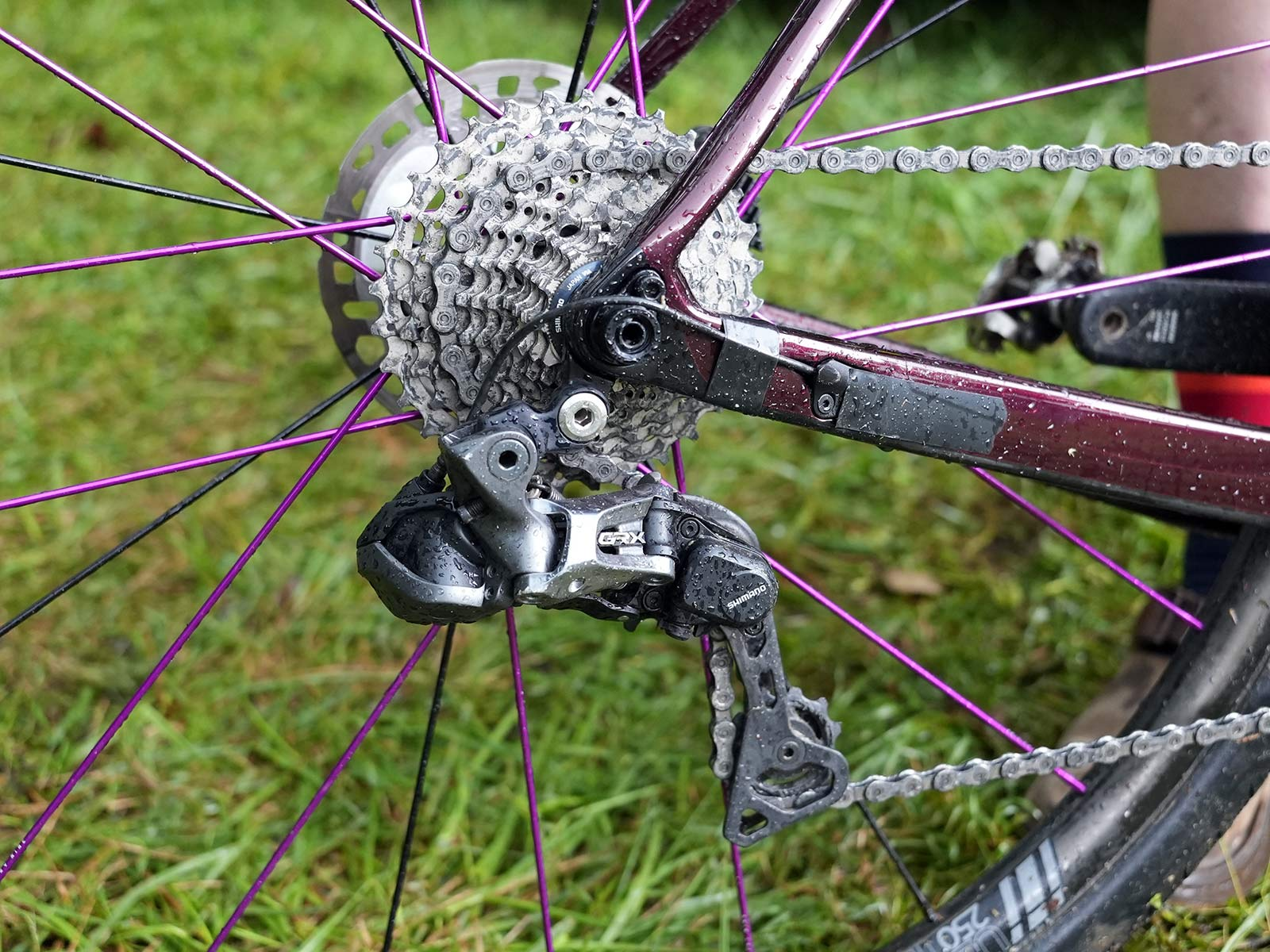shimano grx drivetrain spec closeup on gordon wadsworth's pivot vault gravel race bike