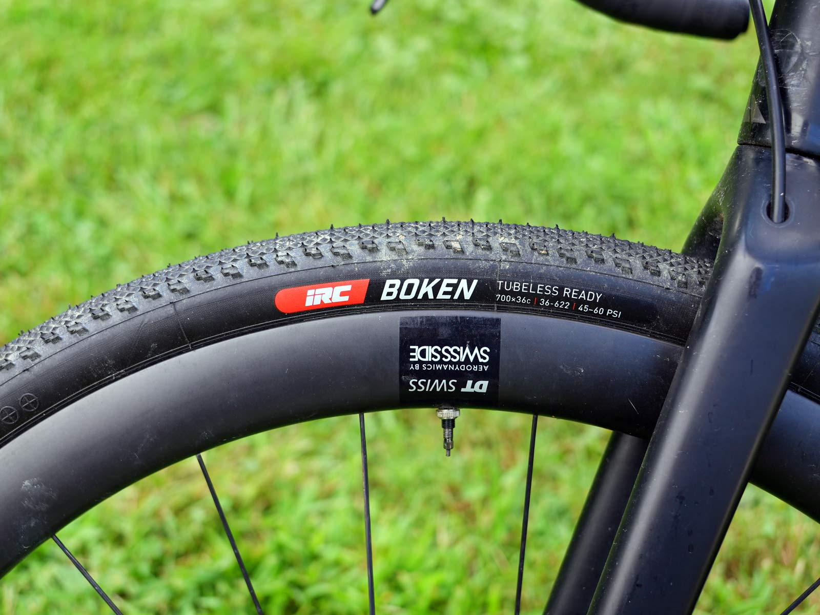 what wheels and tires do pros race on their gravel bikes