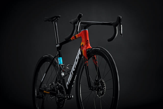 Meridas 2022 Scultura Team side full bike