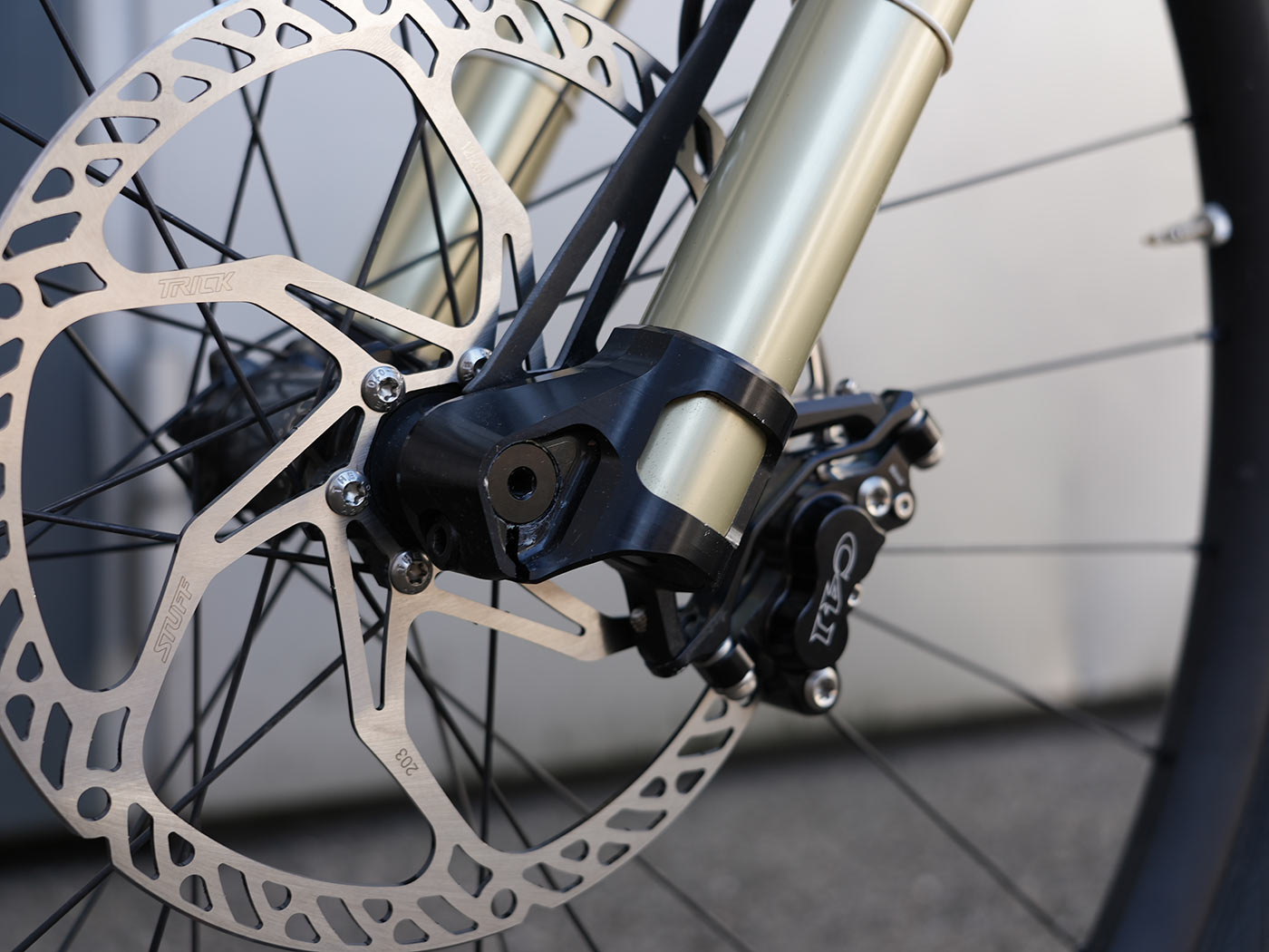 prototype intend inverted suspension fork with reverse offset