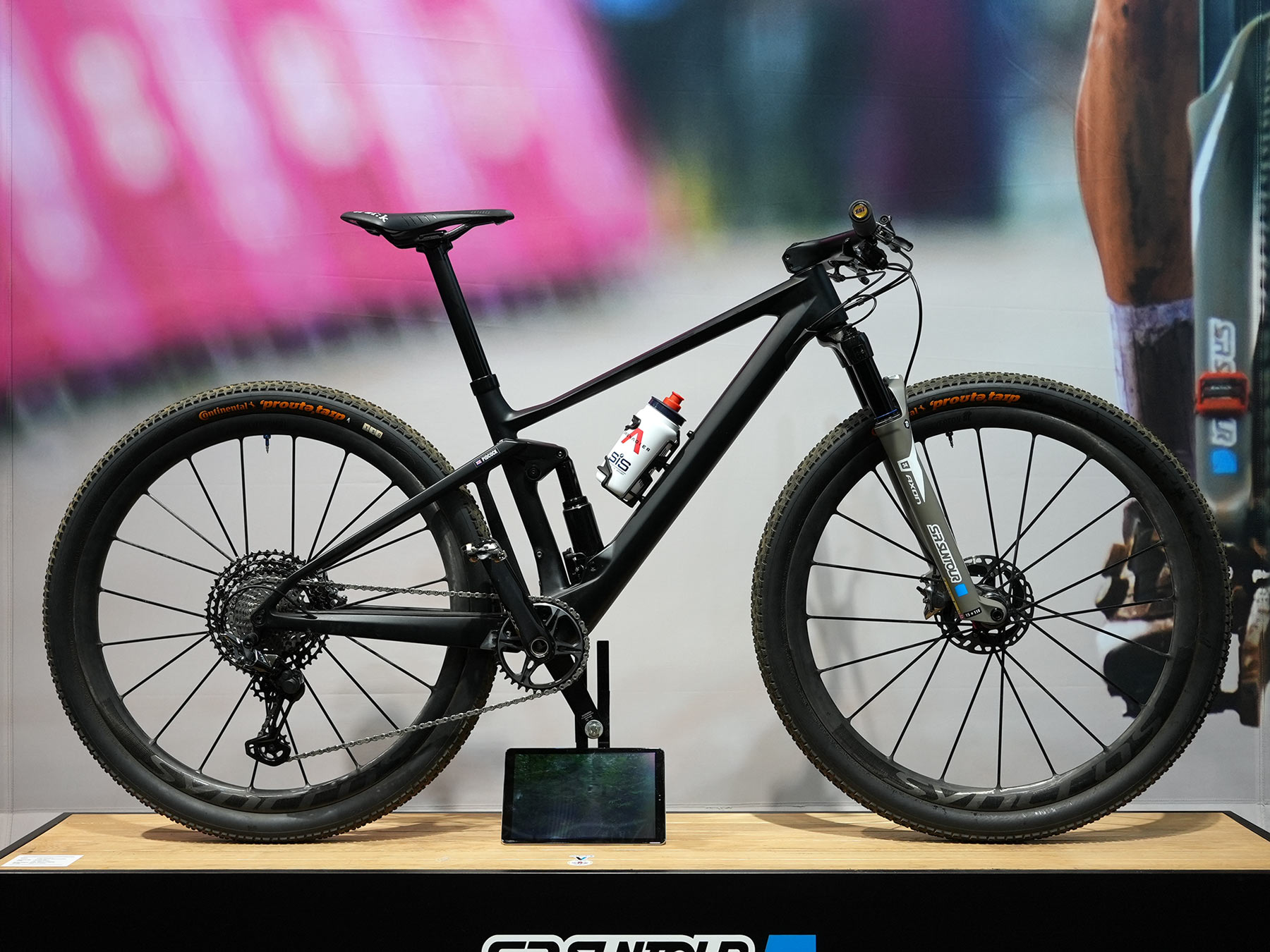 tom pidcock's olympic gold medal winning xc mountain bike with prototype SR Suntour electronic suspension shown at eurobike 2021