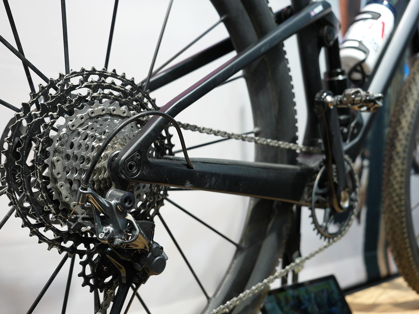 tom pidcock's olympic gold medal winning xc mountain bike with XTR drivetrain